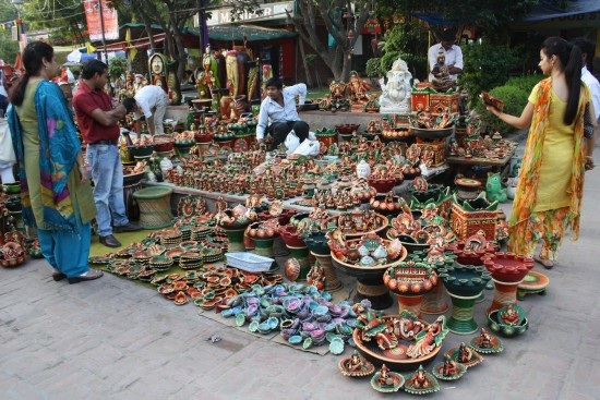 Idols of Goddess Lakshmi and Lord Ganesh being sold at a New Delhi market. (Image: Blog.buzzintown.com)