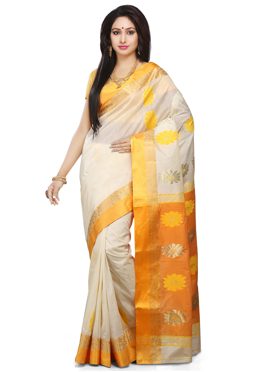 An off white silk Bengal handloom saree. (Image: Utsavfashion.com)