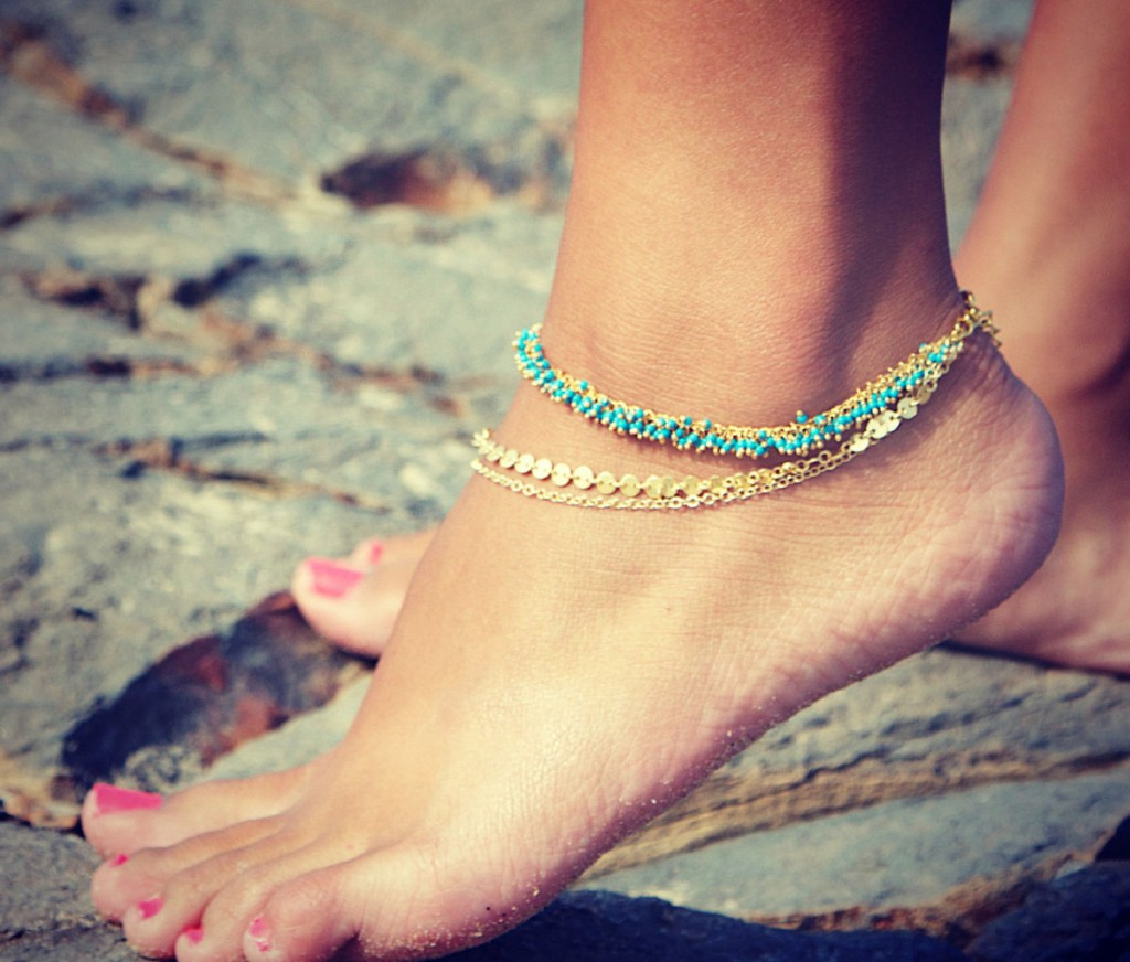The Anklet in its contemporary version.