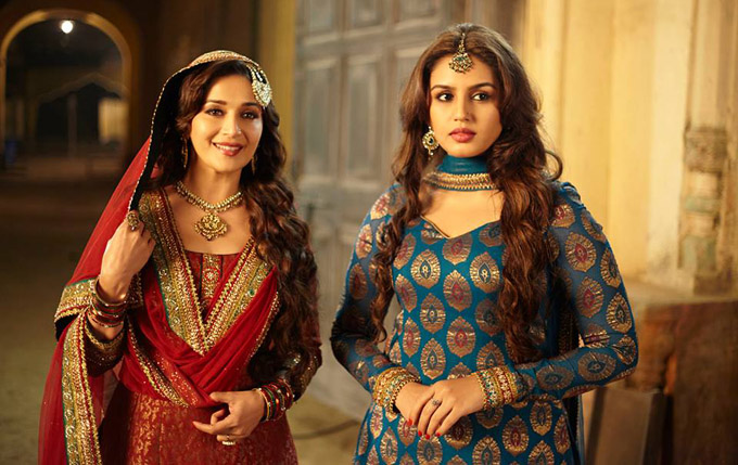 Huma Qureshi (Right) in A Statement Look for Her Character Munniya (Image: http://www.filmibeat.com)