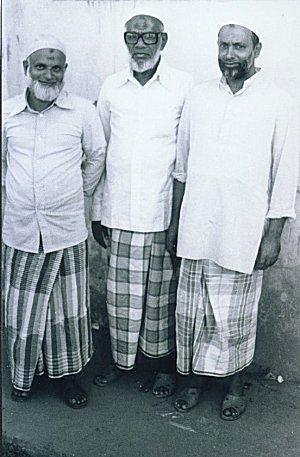 Men wearing Lungi