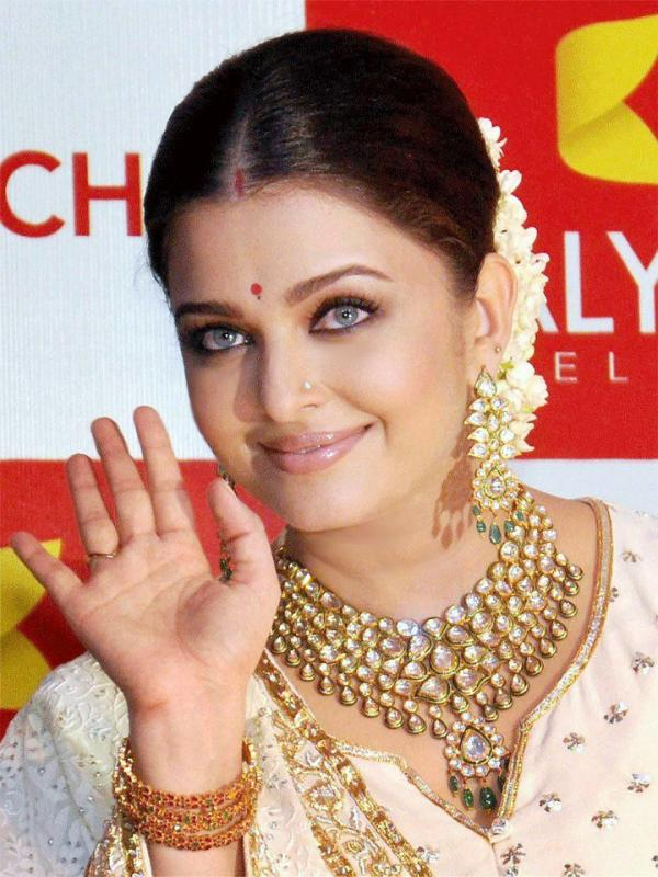 Aishwarya sporting the Gajra.