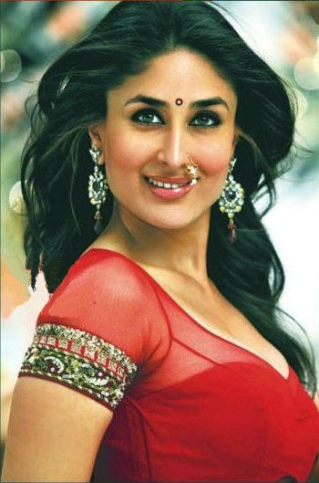 Kareena flaunting Nathni and Earrings