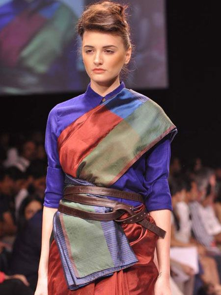 One of the First Appearances of the T-Shirt Saree (Image: http://idiva.com)