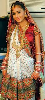 A Gujarati Bride Dressed in the Panetar (Image: http://screenlite.blogspot.in)