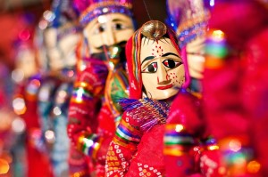 Colorful Puppets for a Colorful Performance (Image: http://wayfarersclub.blogspot.in)