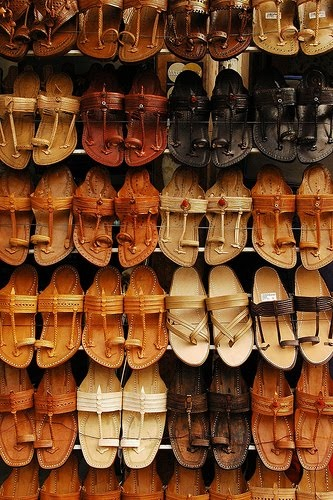 A Kohlapuri Chappal Stall at the Shilpgram Fair (Image: https://in.pinterest.com/)