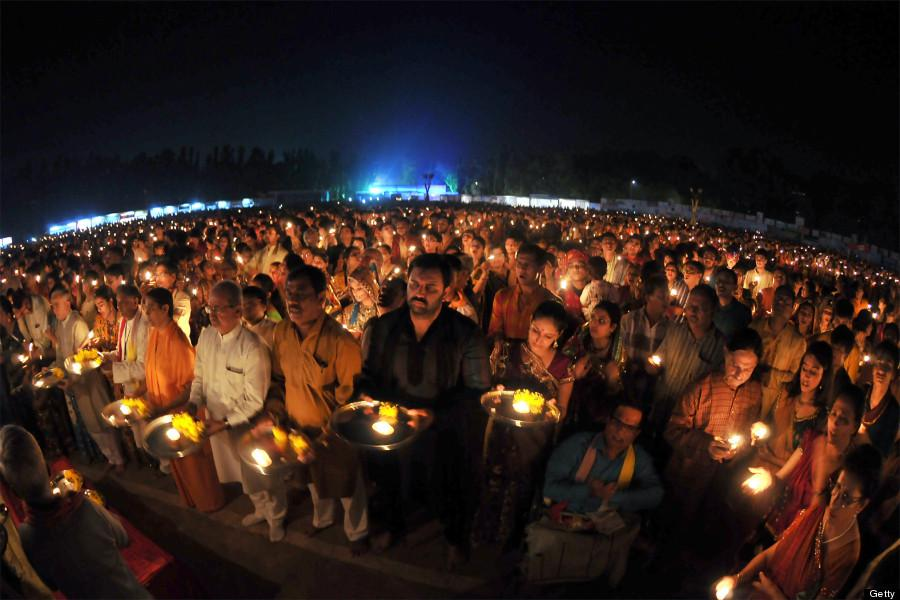 Devotees offering early morning Skandamata puja in Gujarat. (Image: oi44.tinypic.com)